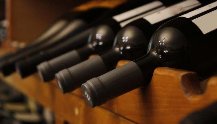 Η σωστή θερμοκρασία συντήρησης των κρασιών μπορεί για κάποιους να ακούγεται ως λεπτομέρεια, στην πραγματικότητα όμως αποτελεί μια πολύ σοβαρή παράμετρο για την ποιότητα και την μακροζωία του κρασιού.