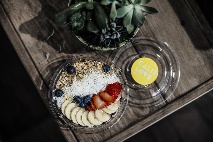 Calii Love — Double Tee's Smoothie Bowl  Toronto Foodie  www.double-tees.com