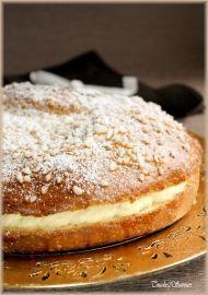 """LA TARTE TROPÉZIENNE En 1945, Alexandre Micka vend à Saint Tropez un gâteau à la crème inspiré d'une recette de sa Pologne natale. Puis en 1956, lors du tournage du film """"et dieu créa la femme"""", il est chargé de la préparation des repas de l'équipe de tournage... Chaque jour, il propose son gâteau, la mode est lancée"""