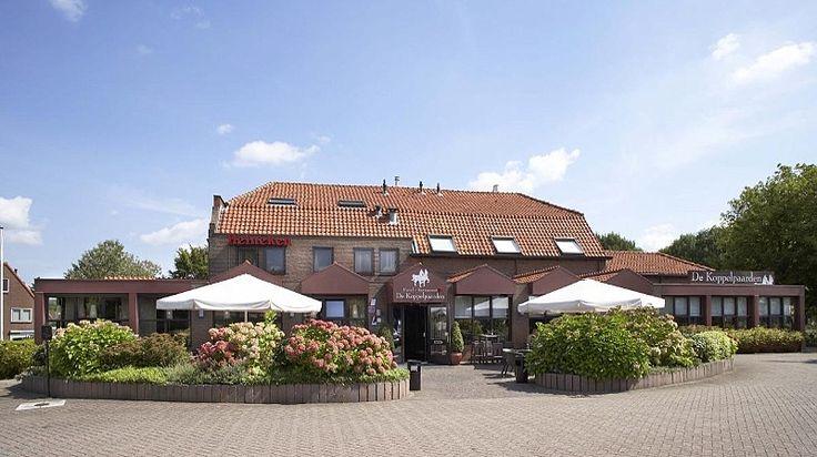 Hotel/Restaurant De Koppelpaarden Ons Hotel Restaurant is gevestigd te Dussen in een historisch pand met tal van mogelijkheden, fraai gelegen aan de rand van de biesbosch. De Koppelpaarden is een mooie locatie voor het geven van bruiloften, bedrijfsfeesten en andere evenementen met veel eigen gratis parkeerruimte.