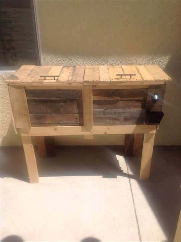 This recycled pallet cooler stand is a best design for your home in hot summer season. It has a look of rustic pallet cooler. This pallet cooler stand is a container for keeping food or drinks cool and a cold drink that usually contains alcohol.