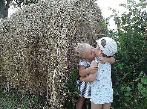 От зависти люди стареют... От обиды болеют... От злости тупеют.... А от любви молодеют.... Любите и будьте любимыми! http://elgina.ru/?p=1321