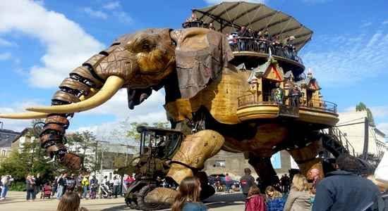 Giant mechanical elephant nantes - Les machines de l'Île : The Good Life France  http://www.thegoodlifefrance.com/giant-mechanical-elephant-nantes-les-machines-de-lile/