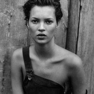 """Confira as primeiras imagens - lindas! - do calendário Pirelli, em que Peter Lindbergh largou o photoshop em um """"grito contra a perfeição e a juventude""""...."""