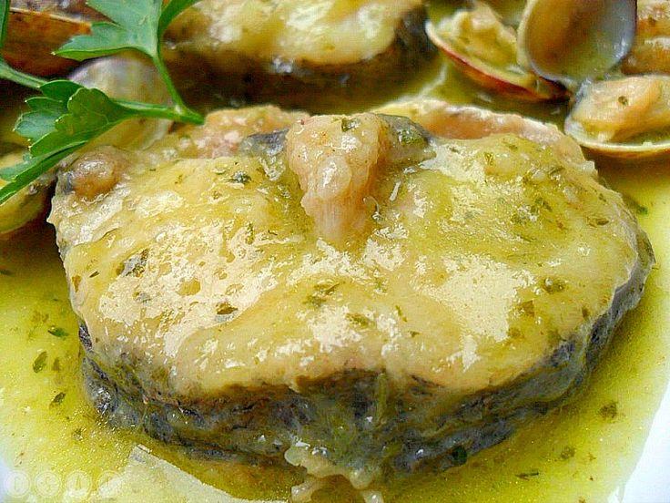 Conocida en Galicia con los nombres de pescada, merluza, peixota, pescadilla o carioca (según el tamaño),es uno de los pescados más cotizado...