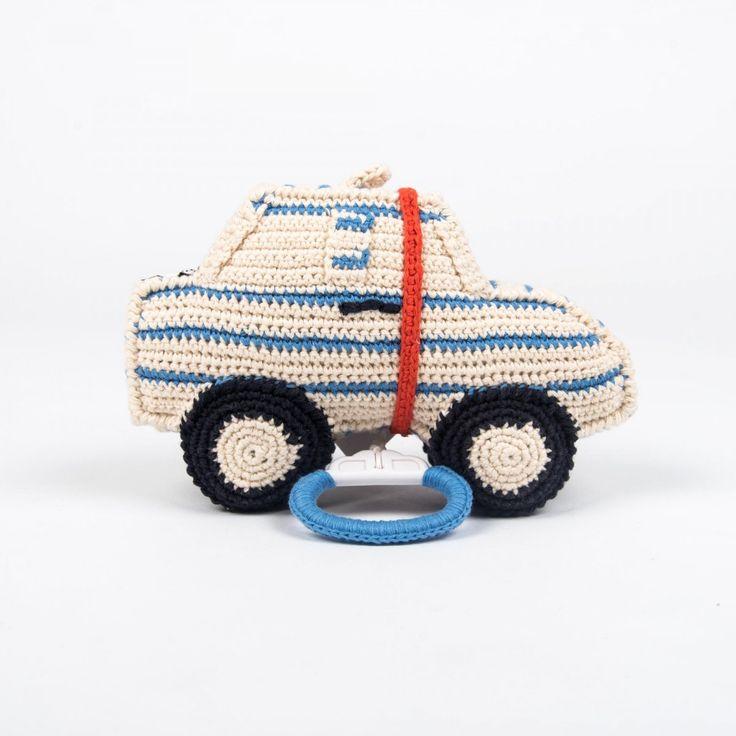 Anne-Claire Petit gehäkelte Spieluhr Auto in Blau-Weiß