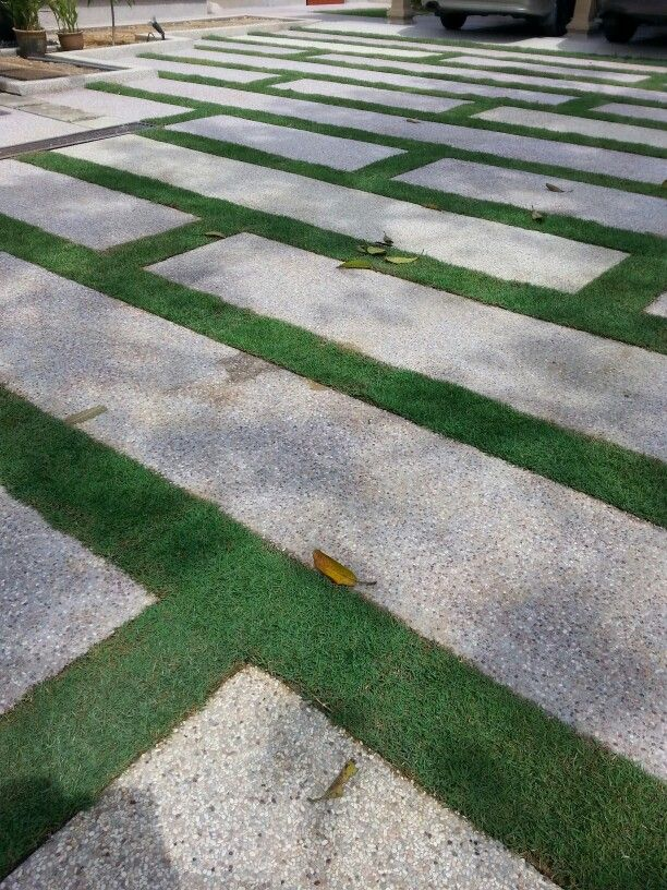 Stepping slab with carpet grass
