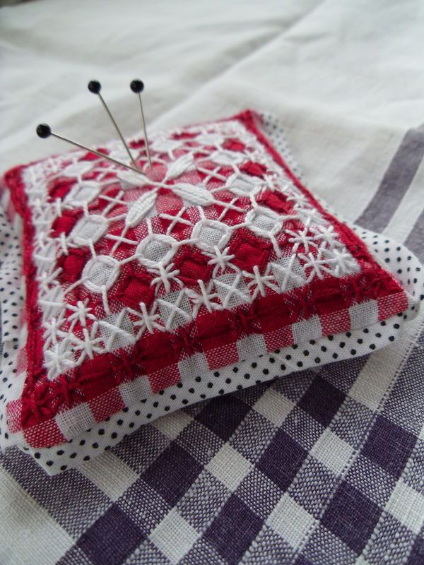 001  chicken scratch pin cushion