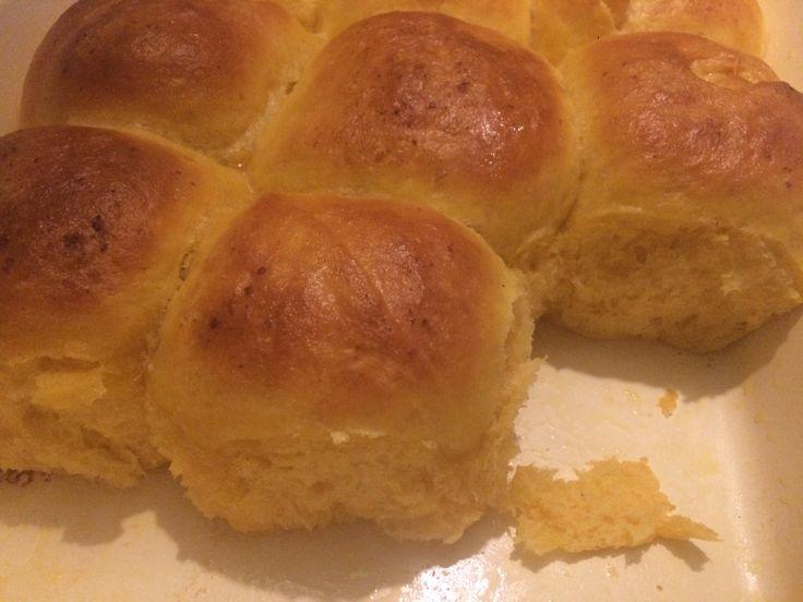 Diese Brötchen sind unglaublich weich und durch die Zugabe von Süßkartoffeln werden sie besonders locker. Außerdem schön hellorange..:-). Mir schmecken sie noch warm mit einem Stück Butter am…