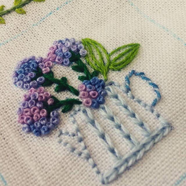 #수국자수 #embroidery #대구프랑스자수#대구야생화자수 #프랑스자수#야생화자수 #자수스타그램#자수공방#수국 #대구#수놓기 #자수#자수수업#자수자격증