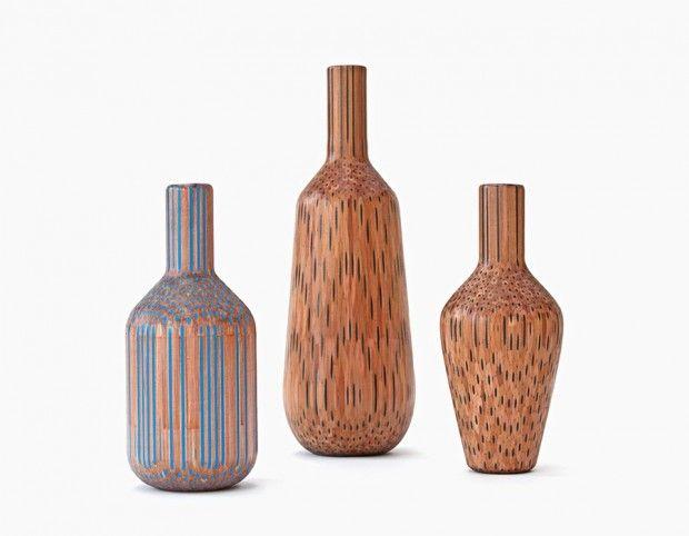 Amalgamated est une nouvelle série de vases du Studio Markunpoika, réalisée à partir de crayons à papier assemblés.   Profitant de la forme hexagonale unique du crayon, ils sont tout d'abord fermement assemblés à partir de chaque côté afin de former un solide bloc. La dernière étape consiste à façonner le bloc de crayon à l'aide d'un tour pour en faire ressortir un vase en bois surprenant et lisse.