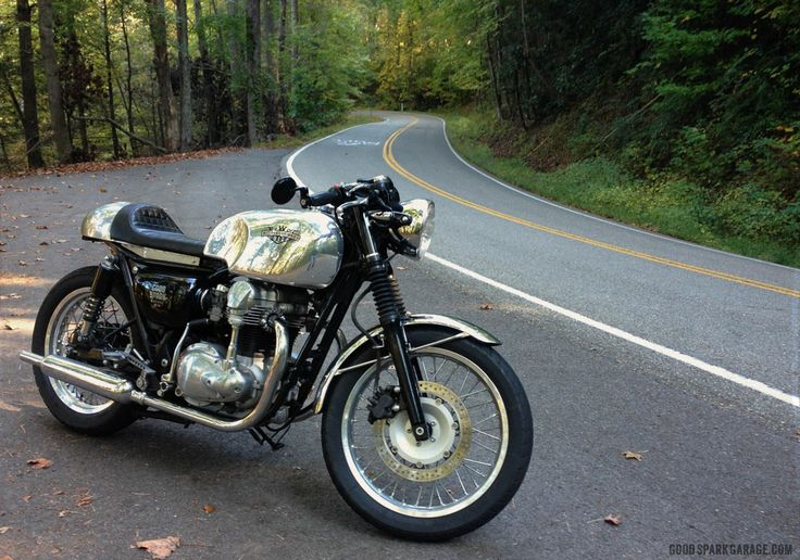 Motorcycles and Mountains Riding at Deals Gap カワサキ w650