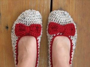 Crochet Pantofole donna - farina d'avena con l'arco rosso, accessori, adulti Crochet Pantofole, Home pattini, Croc su Luulla da ana9112
