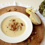 Biela+zimná+polievka+zo+zeleru+a+jabĺk+s+rozmarínovými+krutónmi