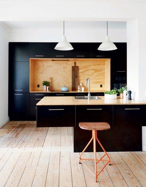 Eine 3m Küchenwand auflockern! So leicht kann schwarz wirken. wäre sogar als kleine Gesamtküchenlösung ohne Insel ausreichend.