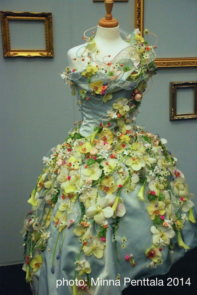 Flower wedding gown    RHS Chelsea Flower Show 2014