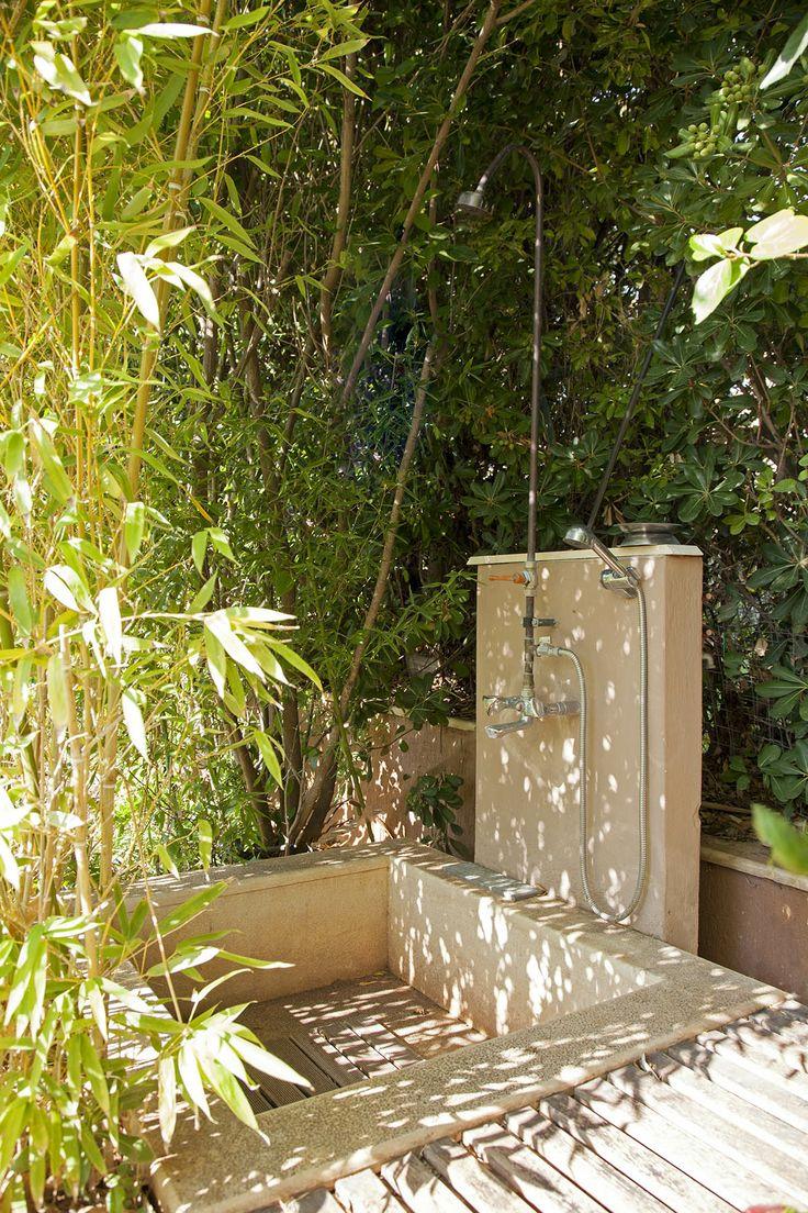 #Shower #outdoors www.villavalli.com