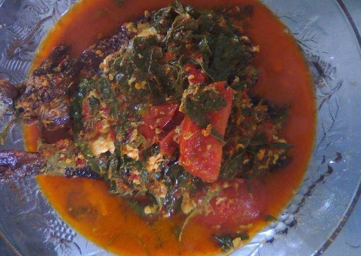 Gulai ikan asap daun ubi pedas