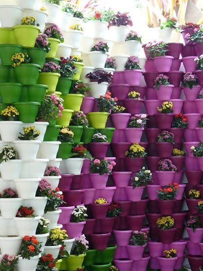 Mostraci come utilizzate i nostri vasi e fioriere colorati . Condividi le tue immagini migliori o le più divertenti dei prodotti vasionline sul nostro diario http://www.vasionline.it