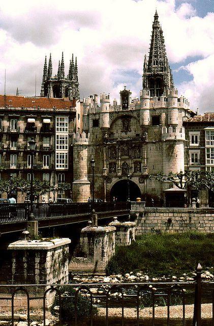 Arco de Santa María in Burgos - WHS in Spain © Rolf Bach