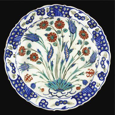 An Iznik polychrome pottery dish, Turkey, circa 1565   Lot   Sotheby's