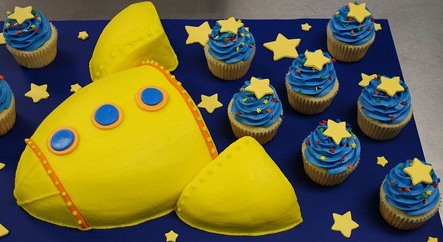 Rocket Ship cake by cjmjcrlm (Rebecca), via Flickr
