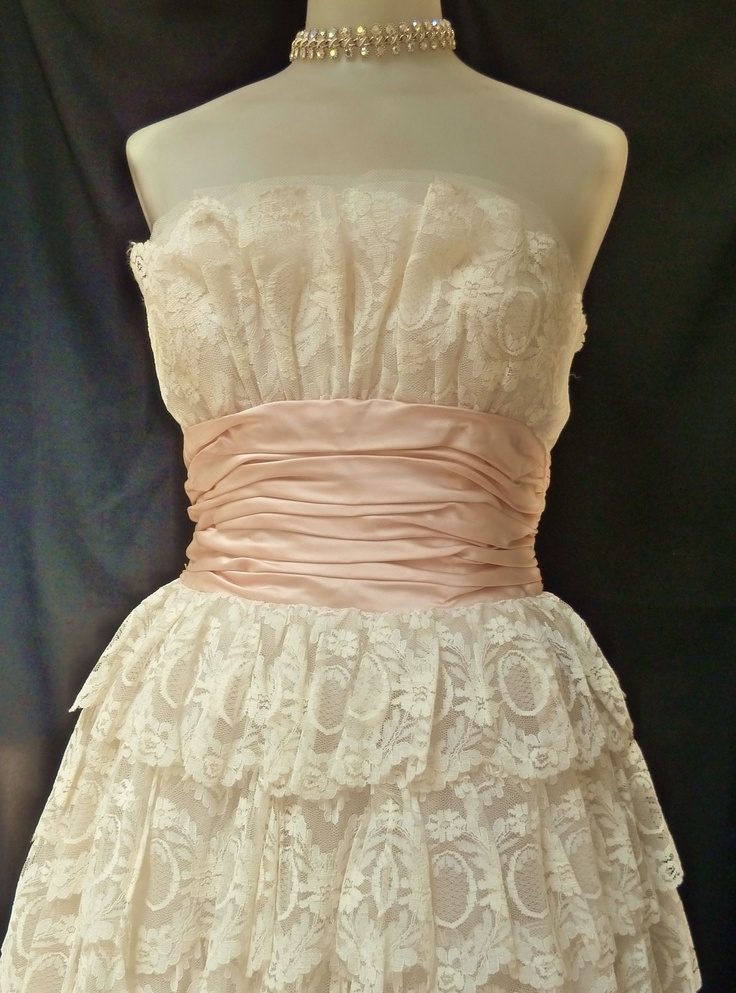 78  images about Ball gowns on Pinterest  Vintage gowns Silk and ...