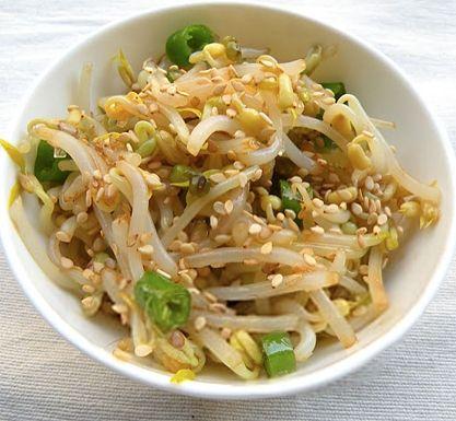 Korejský salát s klíčky mungo - DIETA.CZ