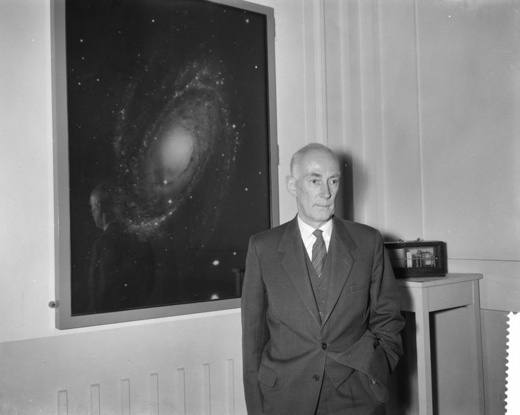 El nombre de Jan Oort quizá no te diga gran cosa, pero es una de las figuras más importantes del siglo pasado. Nos hizo comprender, entre otras cosas, cómo es la Vía Láctea y el lugar de nuestro Sistema Solar en ella. #astronomia #ciencia