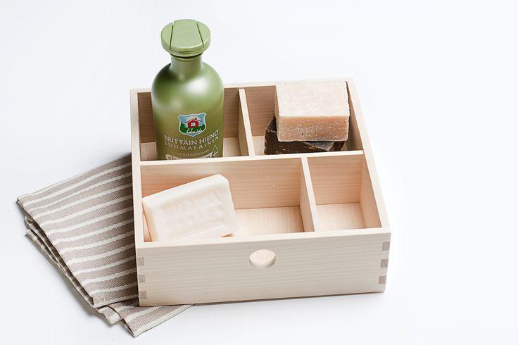 Kotimainen MeikkiLoota soveltuu myös saunasetiksi; kaikki kotimaisia tuotteita, tottakai. - Finnish sauna products with wooden MeikkiLoota by ahoDesign.