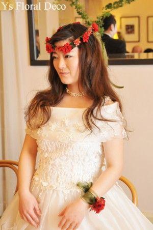 2月に挙式の新婦さんよりお写真をいただきましたので、ご紹介いたします。 白いドレスに赤いお花のアクセサリー。とってもお似合いですね(^^) お問い合わせ...