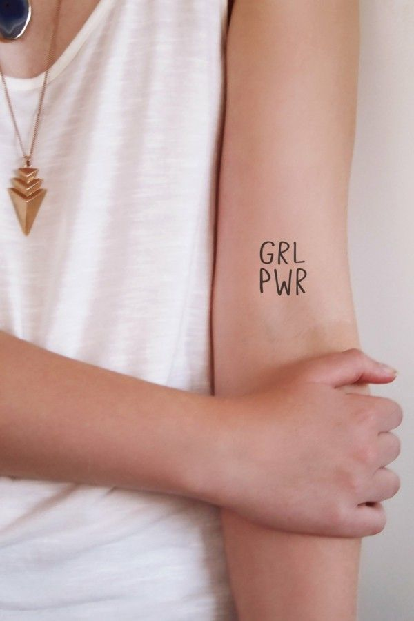 kleine tattoos frauen girl power