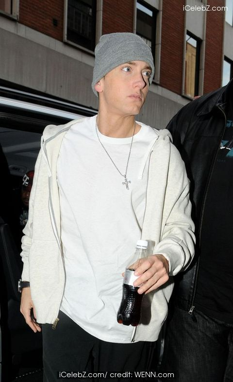 Eminem refuses to perform at the Super Bowl due to price constraints  http://www.icelebz.com/gossips/eminem_refuses_to_perform_at_the_super_bowl_due_to_price_constraints_/
