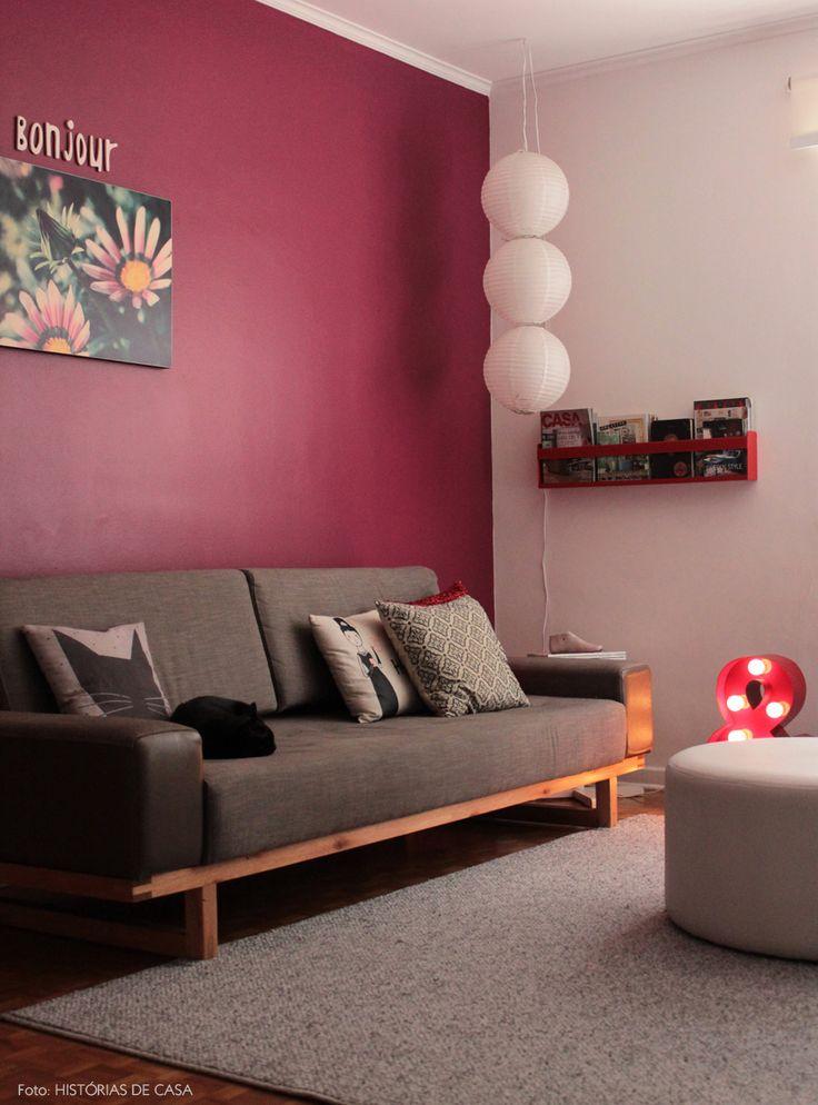 Uma sala de estar não muito grande, mas bem aconchegante. Veja o apê completo: http://historiasdecasa.com.br/ #todacasatemumahistoria