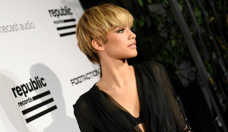 Zendaya Responds To Her Grammys Mullet While Her Dad Addresses The Odell Beckham Dating Rumors  Read more at: http://www.inquisitr.com/2805612/zendaya-responds-to-her-grammys-mullet-while-her-dad-addresses-odell-beckham-dating-rumors/  #zendaya #odellbeckham #grammys #grammys2016 #mullet