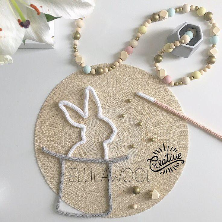 Abracadabra ...⭐️ #tricotin #laine #wool #cadeau #naissance #baby #babygirl #babyboy #chapeau #hat #lapin #rabbit #baguette #magique #magic #guirlande #garland #bois #wood #gold #decoration #babyroom #instadeco #handmade #faitmain #madeinfrance