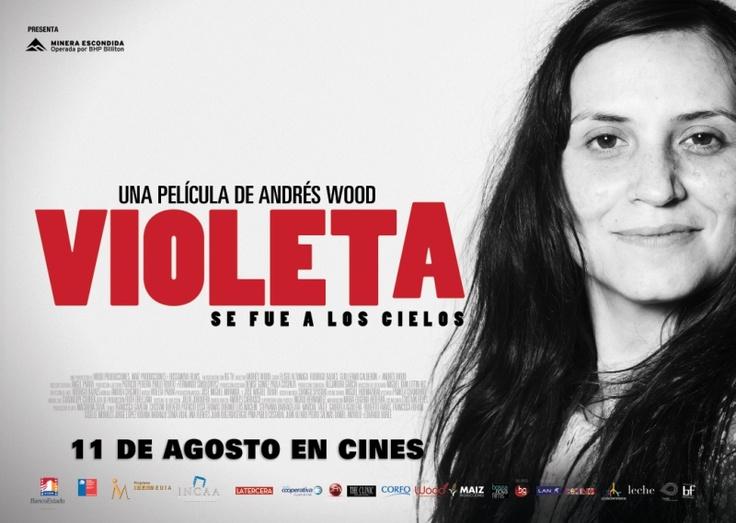 La película, que está basada en la biografía escrita por Ángel Parra, no sigue una línea cronológica directa, y se sitúa en distintos escenarios de la época de Violeta Parra.