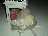 CUORE IN LINO GREZZO (idea bomboniera) : cuore con fiore fatto a mano di raso e chiffon con perline e nastrini di organza