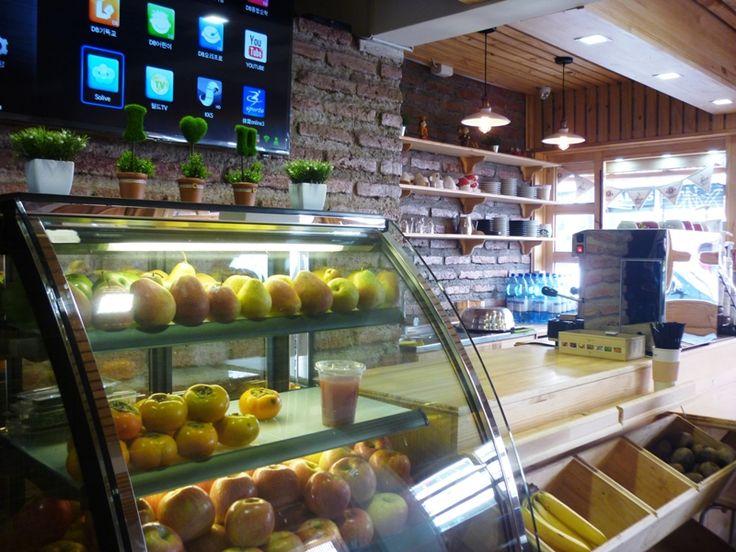 #GuiaAlmagro Vive una experiencia gastronómica en Chiken Story, un original restaurante que inspira su carta de sabores en la tradicional receta de pollo frito coreano. http://www.almagro.cl/laguiaalmagro/2015/04/chicken-story/