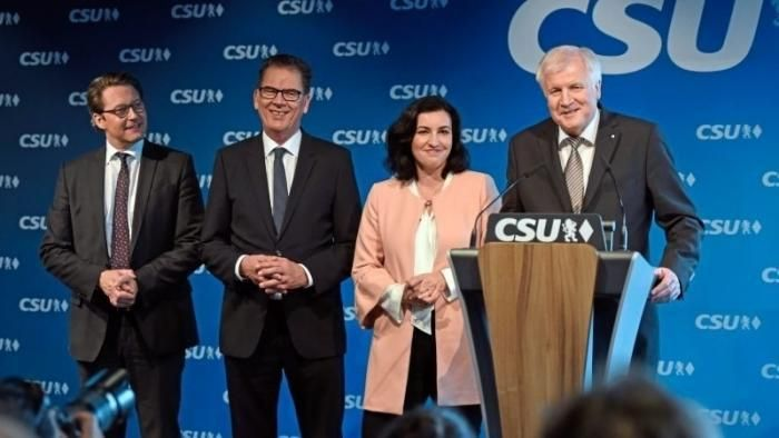 CSU in the Cabinet: the bear is digital Minister of state Scheuer Minister for digital infrastructure   Horst Seehofer (right) with Andreas Scheuer (from left) Gerd Müller and Dorothee Bär.  (Picture: dpa)   The CSU has presented its members to the Federal government: state Secretary Dorothee Bär switches to the Chancellery as Minister of state for Digital Andreas Scheuer is the Minister for digital infrastructure Horst Seehofer Federal Minister of the interior.   A long-standing campaigner…