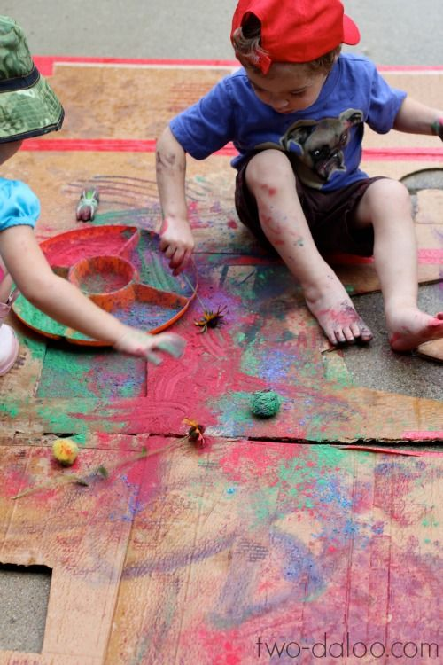 Large scale rain painting with powdered tempera; process art for toddlers.
