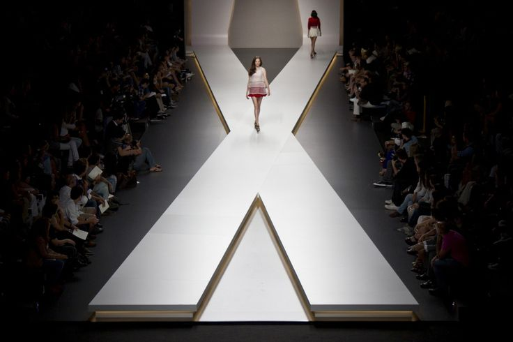Runway set design google search staging for taylor 39 s - Fashion show stage design architecture plans ...