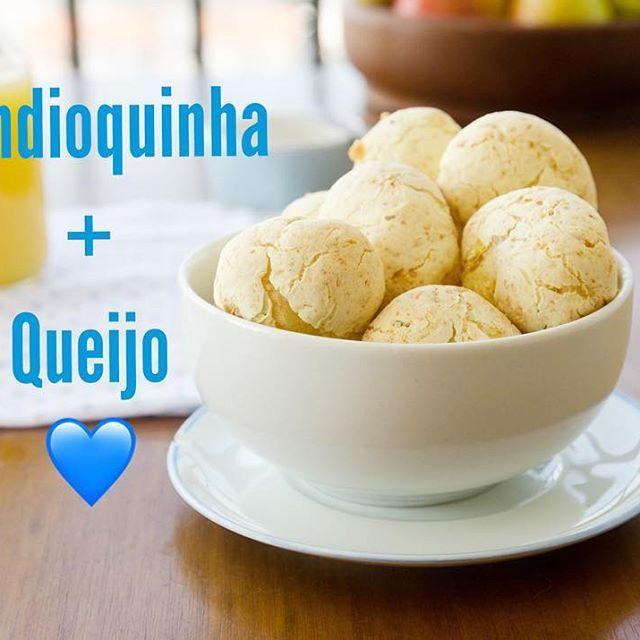 #postnovo  Amo quando a receita rende um café da tarde e ainda sobra para congelar! Pão de queijo com mandioquinha que rende 56 bonitos como este! Corre ali na bio que vou deixar o link direto para esta receita! #paracongelar #receita #paodequeijo #mandioquinha #batatabaroa #batatasalsa #cafedatarde  #bolinho #paozinho #paodemandioquinha