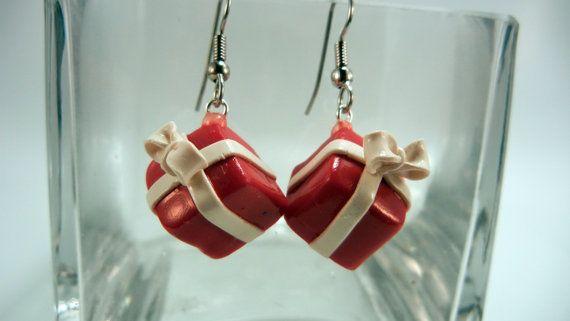 Fimo rosso Natale orecchini presenti di JerisJewelryBox su Etsy