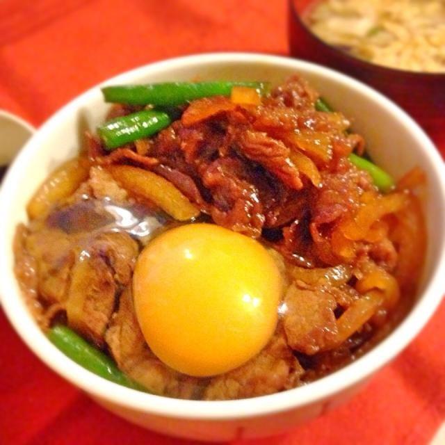 大根の千切りと牛肉をすき焼き味に炒め煮して、丼ものに。 - 66件のもぐもぐ - 創作すき焼き丼 by Mattari