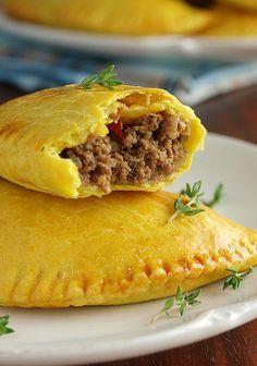 Ямайские пирожки с говядиной (Juici Patties)