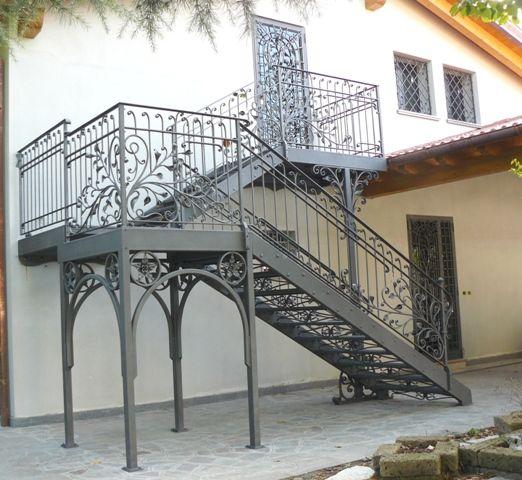 Oltre 25 fantastiche idee su scale in ferro battuto su pinterest ringhiere in ferro battuto - Ringhiere scale esterne ...