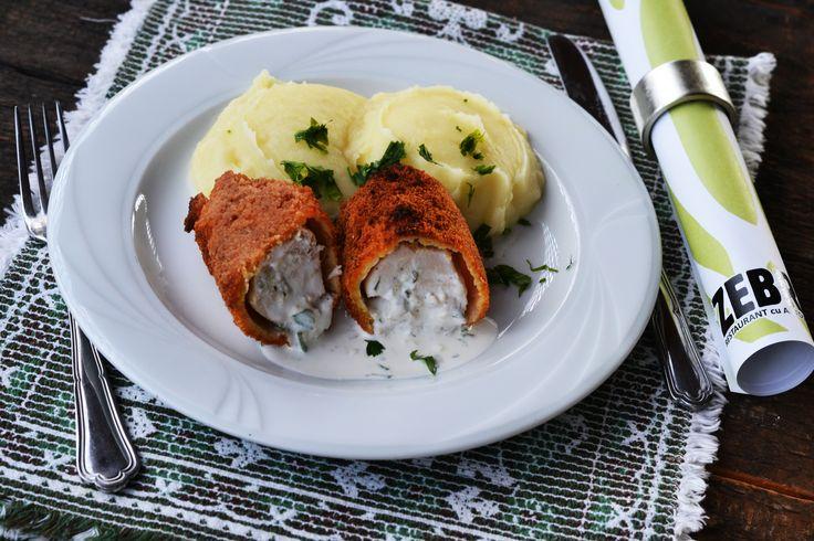 Piept de pui Kiev si piure de cartofi