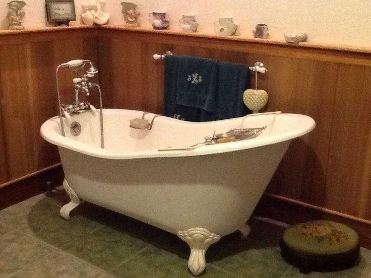 Image gallery old time bath tubs for Resin tubs pros and cons