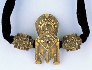 India   Gold tali set with ruby, flanked by gold beads.   Tamil Nadu; 19th century   Susan L. Beningson Collection